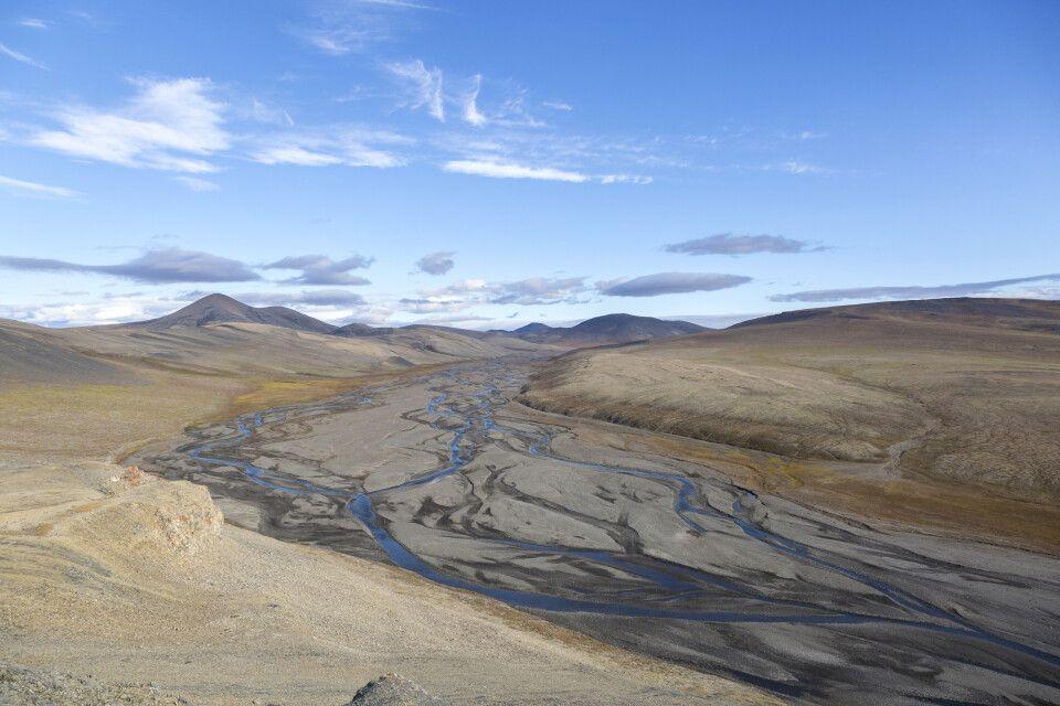 Mäandernder Fluss