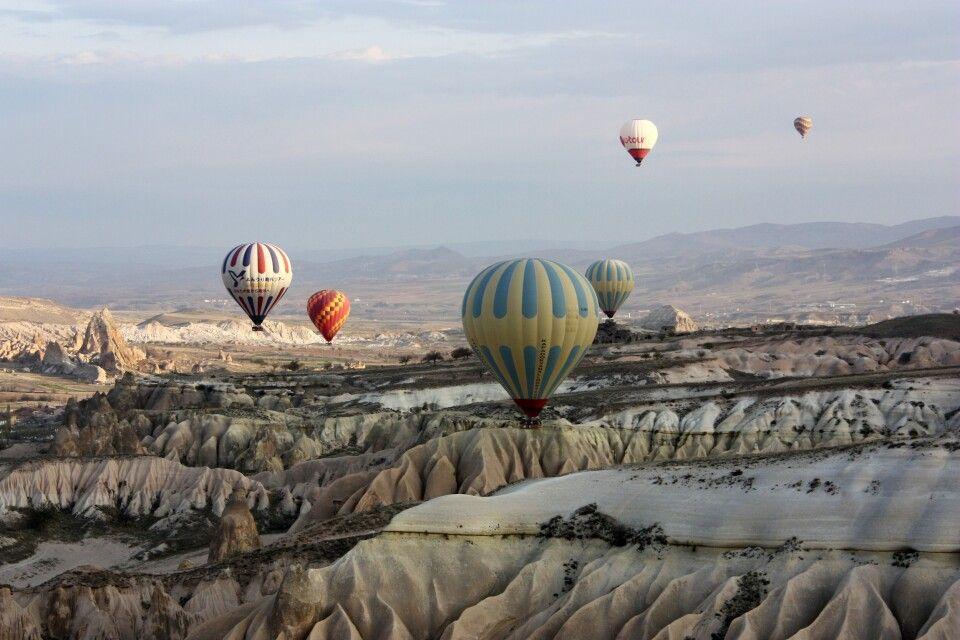 Kappadokien - Ballons in der Ferne