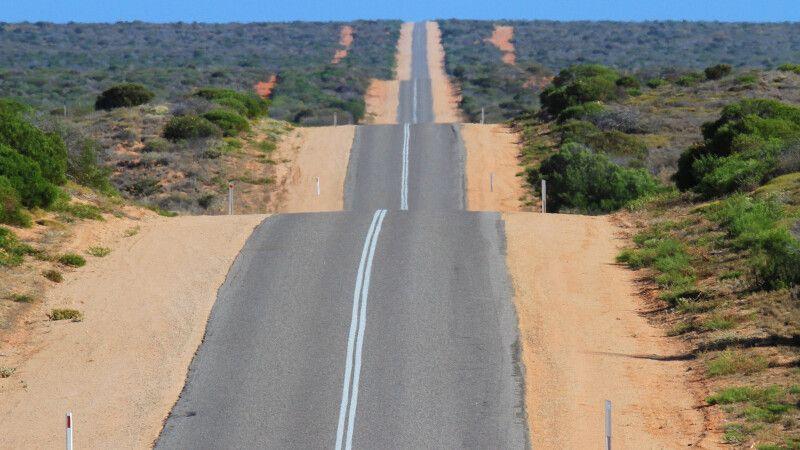 Straße im Herzen des australischen Kontinents © Diamir
