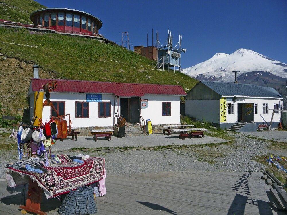 Blick von der Liftstation am Cheget-Ei hinüber zum Elbrus