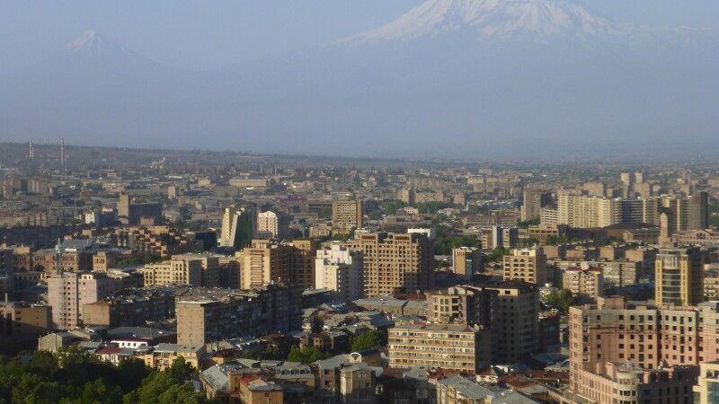 Jerewan mit Ararat © Diamir
