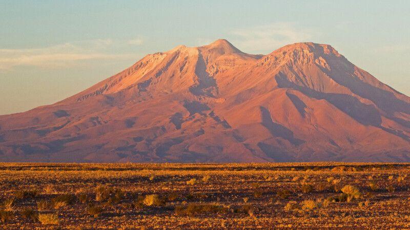 Majestätischer Vulkan Ollague an der chilenisch-bolivianischen Grenze © Diamir