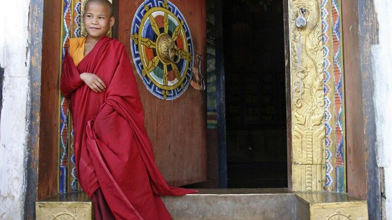 Mönch am Chime-Lhakhang-Tempel © Diamir