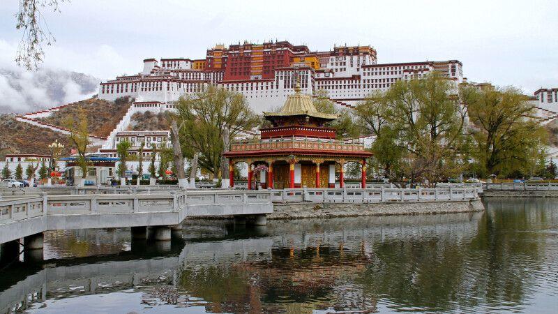 Der Potala, das Wahrzeichen von Lhasa © Diamir