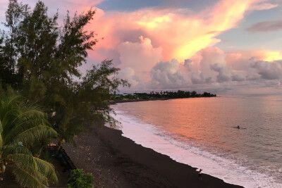 Ein schöner Sonnenuntergang in der Südsee