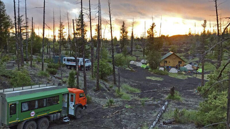 Lager im Toten Wald am Tolbatschik © Diamir