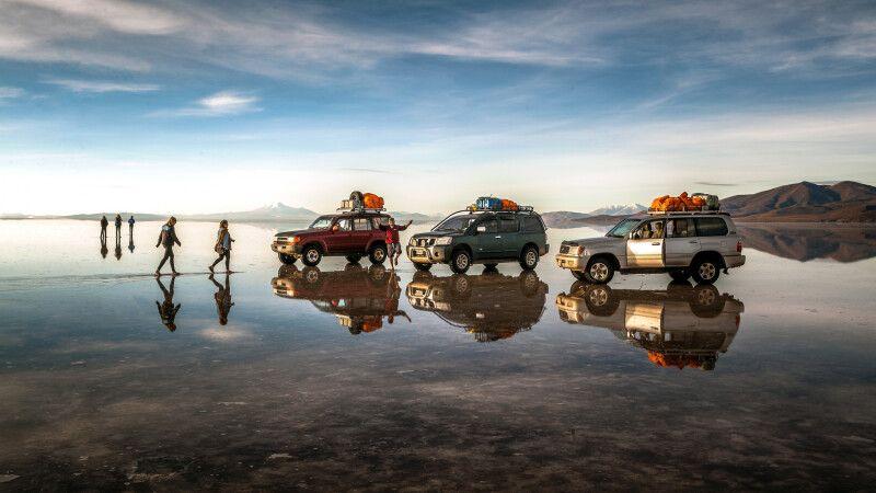 Unterwegs auf dem Salar de Uyuni bei Regenzeit  © Diamir