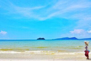 Am Strand auf der Insel Koh Rong vor Kambodschas Küste