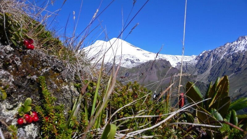 Blick vom Cheget zum Elbrus © Diamir
