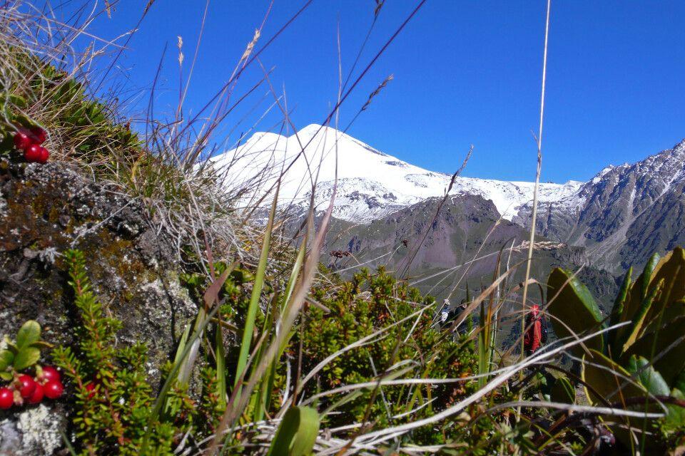 Blick vom Cheget zum Elbrus