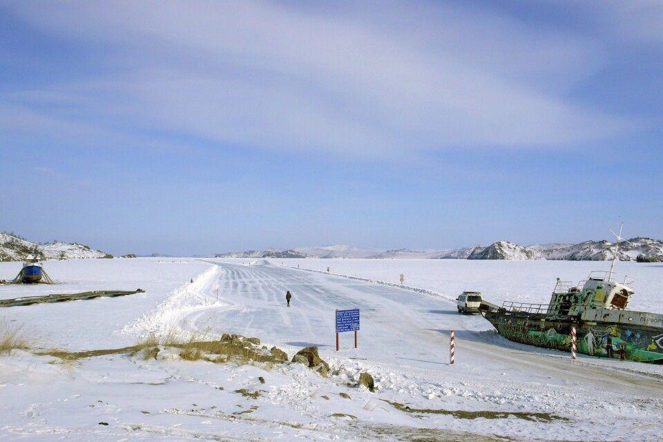Winterstraßen auf dem Baikal
