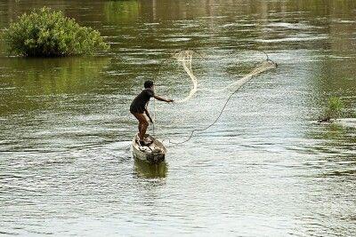 Fischer auf dem Mekong an den 4000 Inseln im Süden von Laos