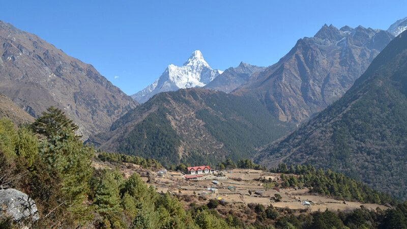 Aussicht auf die Everest Summit Lodge in Tashinga © Diamir
