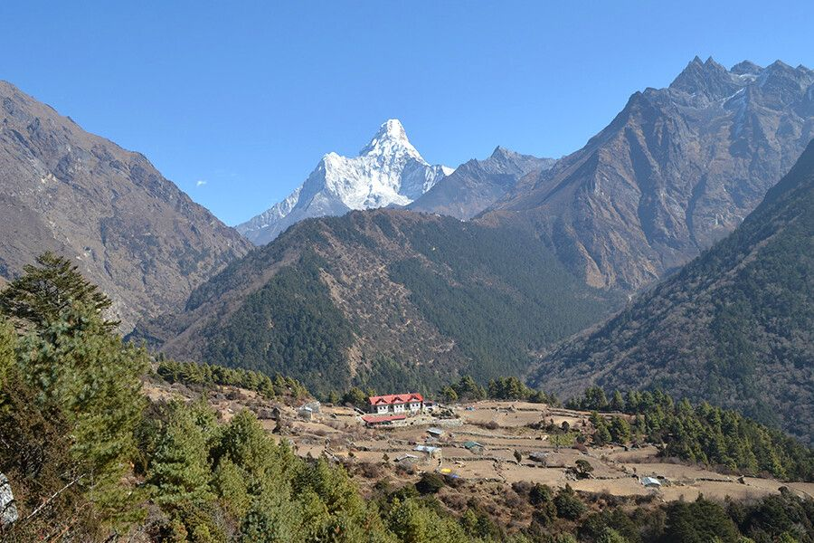 Aussicht auf die Everest Summit Lodge in Tashinga
