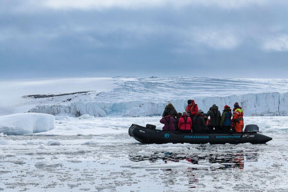 Zodiactour an einer Gletscherkante