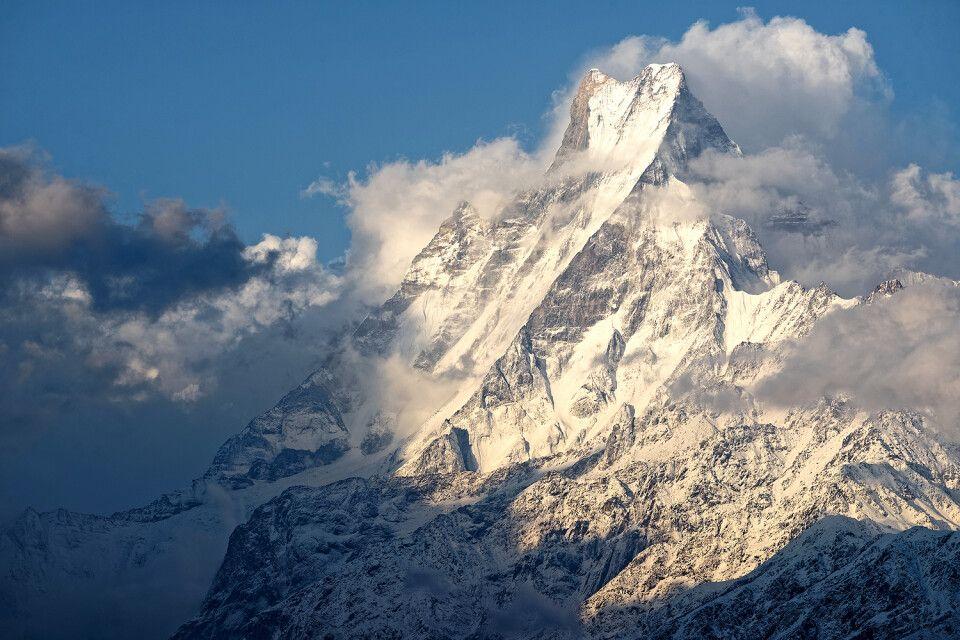 Majestätisch wolkenverhangen – der Machhapuchare (6993m)