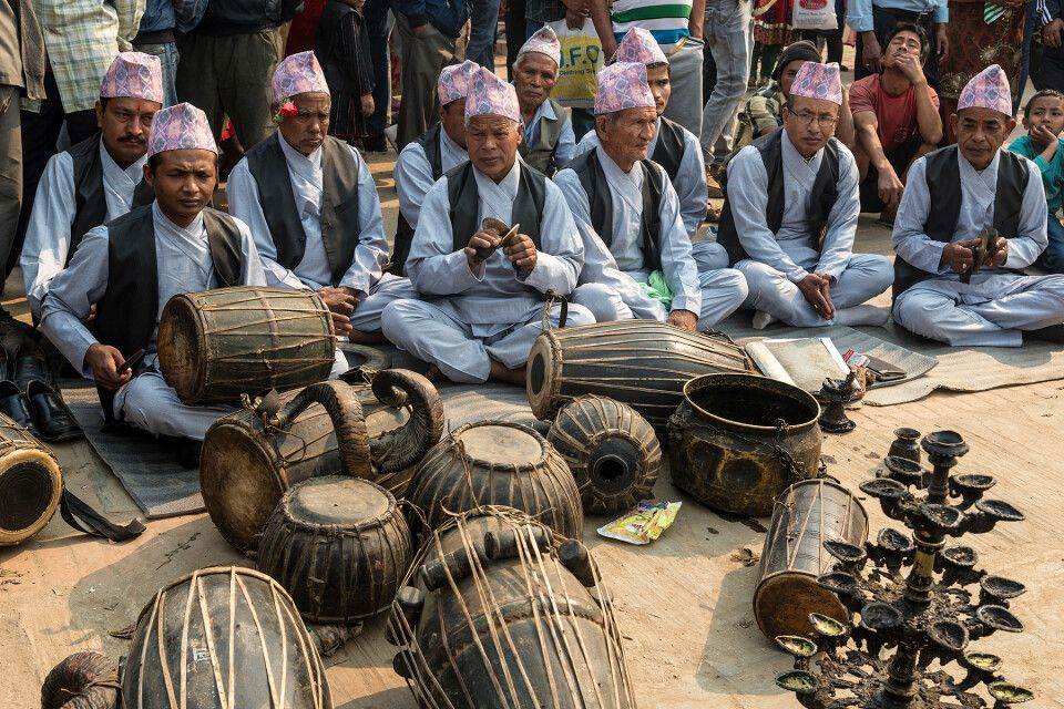 Traditionelle Gewänder zum Bisket-Jatra-Festival