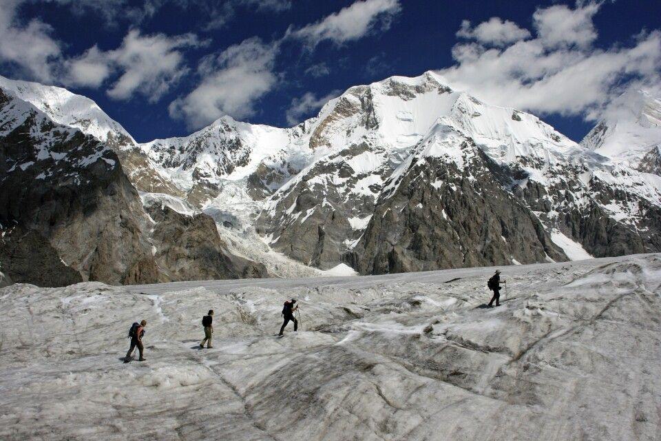 Auf dem Inyltschek-Gletscher