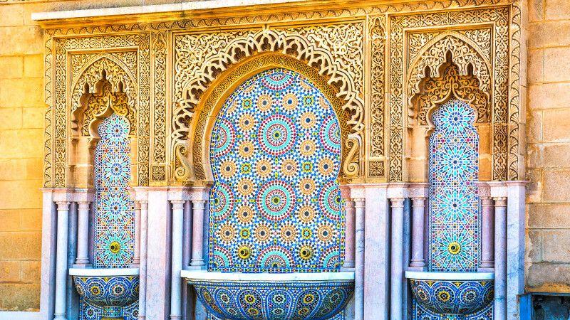 Marokkanisches Mosaik an einem Springbrunnen in Rabat © Diamir