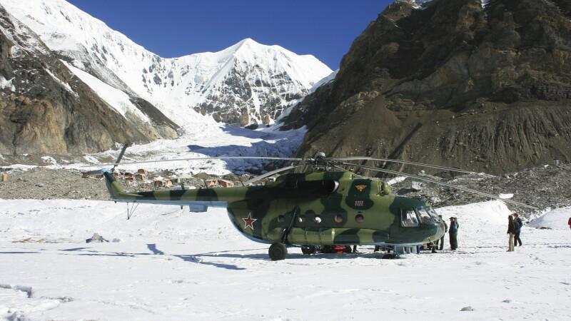 Hubschrauber im Khan Tengri BC © Diamir