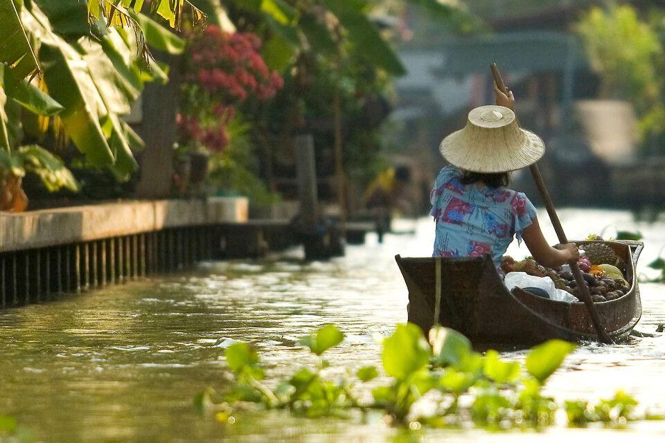 Händler unterwegs auf Bangkoks Khlongs