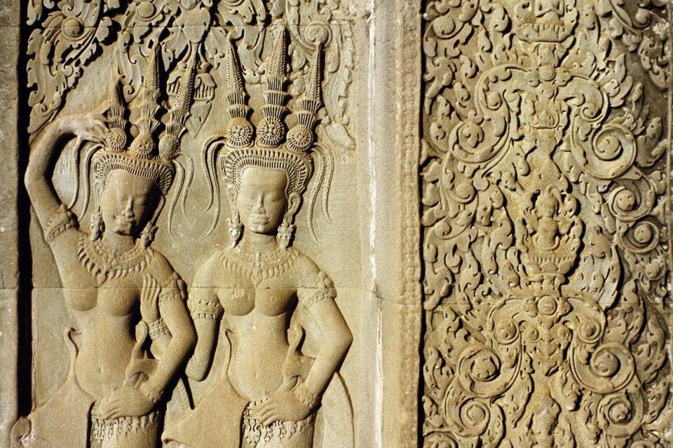 Sandsteinrelief mit Apsaras