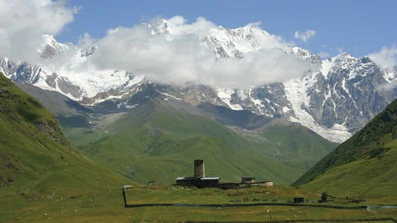 Kleine Kapelle vor dem Schchara (5200m)  © Diamir