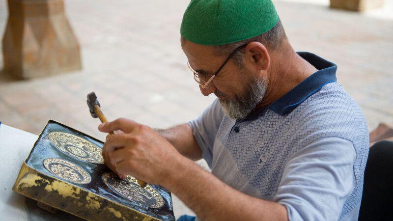 Handwerker in Buchara © Diamir