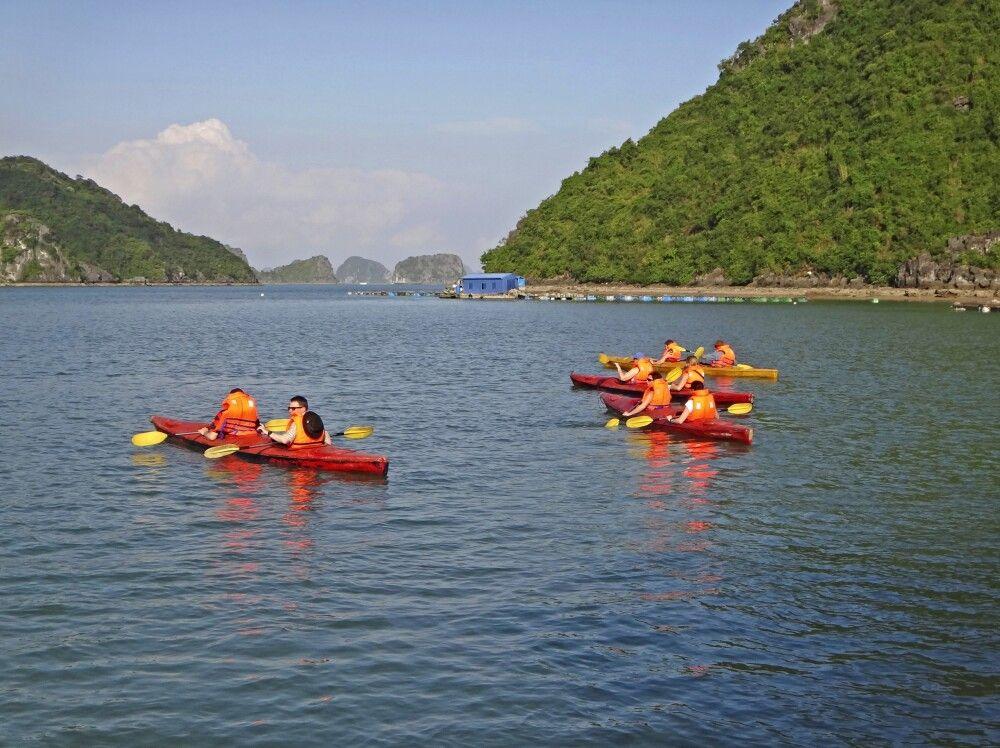 Kayakfahren in der Halongbucht