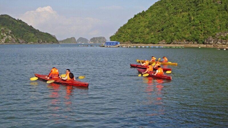 Kayakfahren in der Halongbucht © Diamir