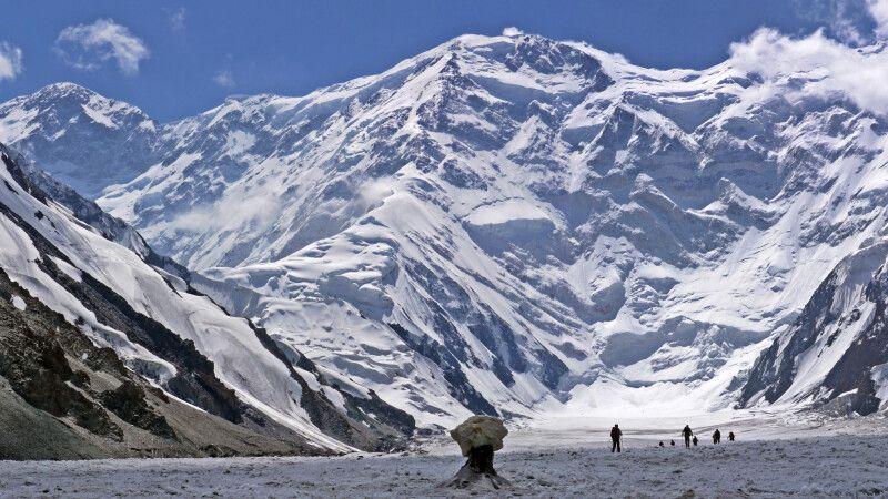 Wanderung Dikij-Gletscher (3900m) – Südinyltschek-Basislager (4100m) © Diamir