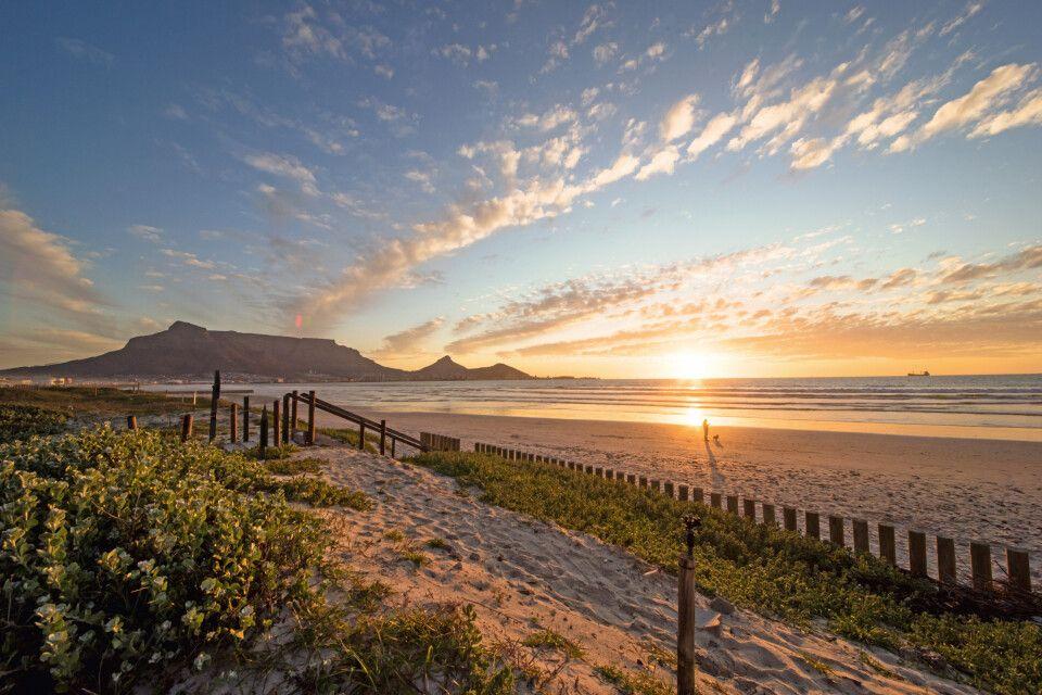 Kapstadt Strand mit Tafelberg