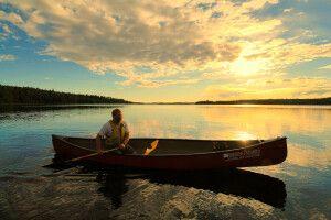 Kanu auf einem See bei Missinipe, Saskatchewan