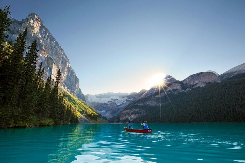 Kanu auf dem Lake Louise, Banff-Nationalpark