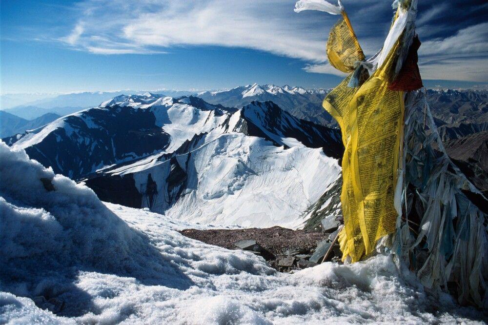 Blick vom Gipfel des Stok Kangri in Richtung der Berge Zanskars.