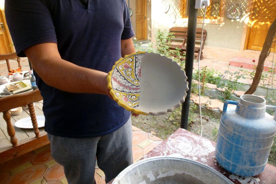 Besuch in einer Keramikfabrik in Rishtan