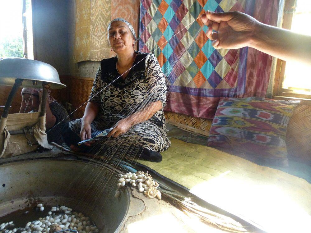 Besuch in der Seidenfabrik in Margilan (Ferganatal)