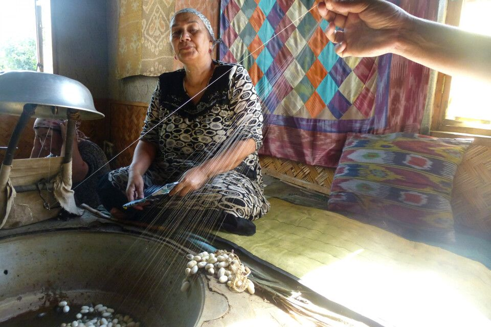 Besuch in der Seidenfabrik in Margilan (Fergana-Tal)
