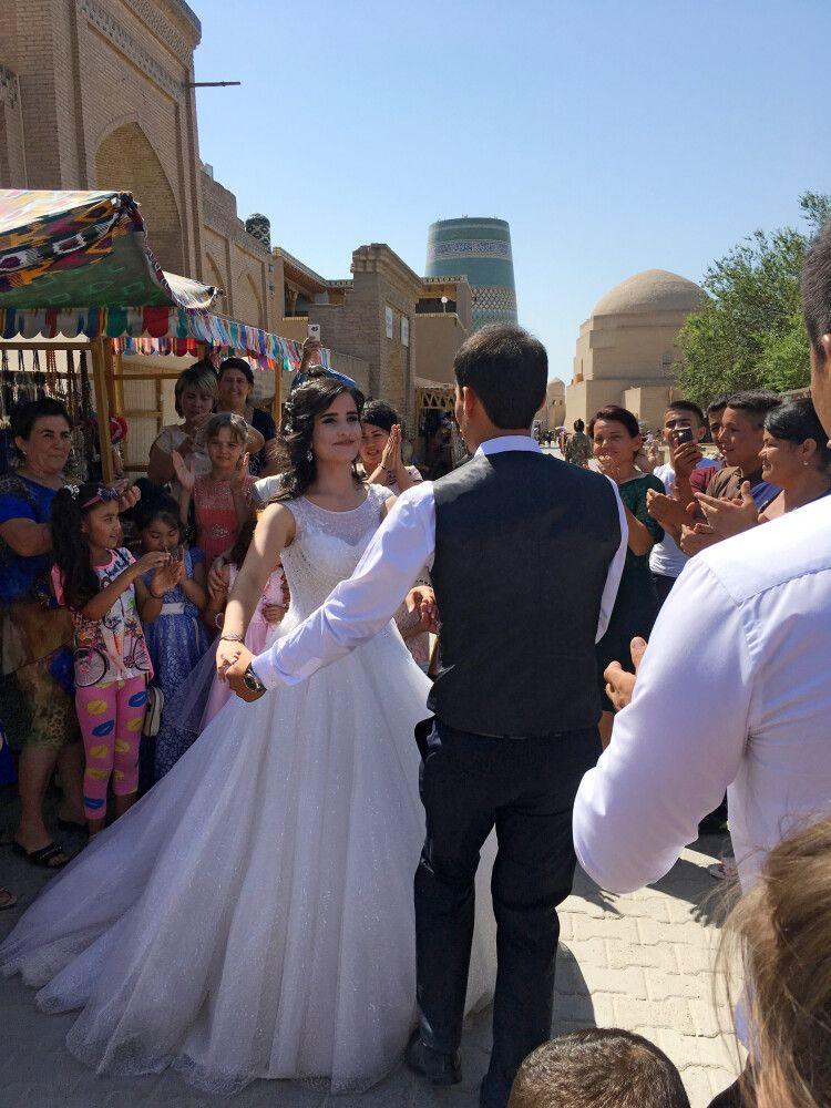 Überall in Usbekistan sieht man Hochzeiten