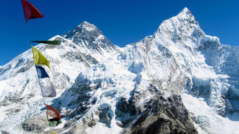Ausblick vom Kala Pattar auf das Trio Nuptse, Everest und Lhotse  © Diamir