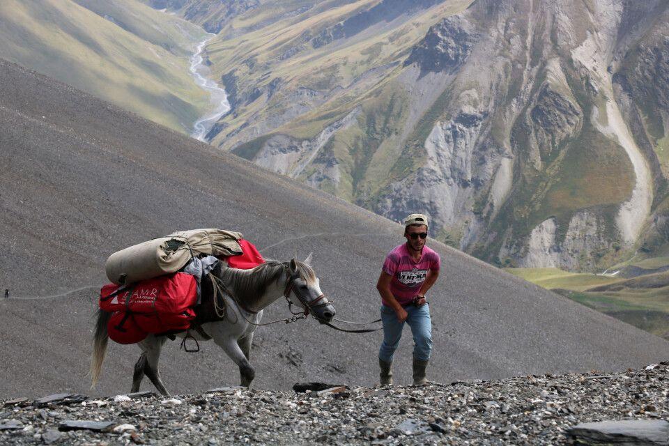 Pferdetreibe am Atsunta-Pass