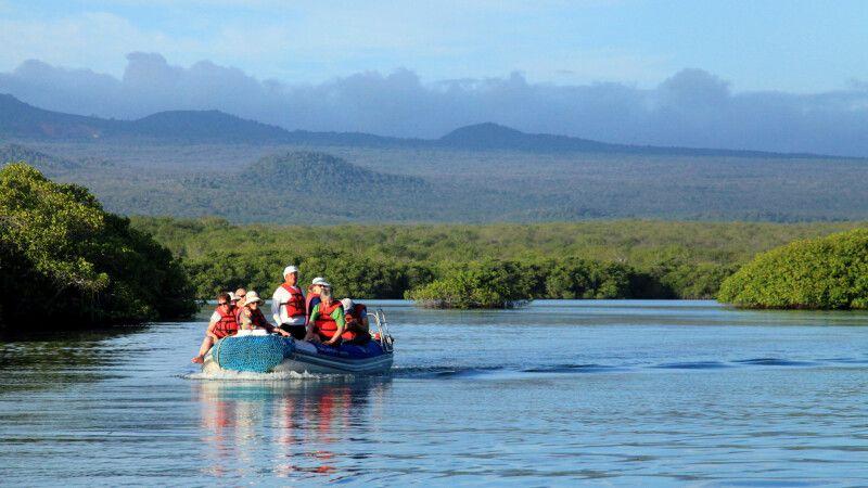 Genießen Sie die Stille und die Landschaft auf dem Boot © Diamir