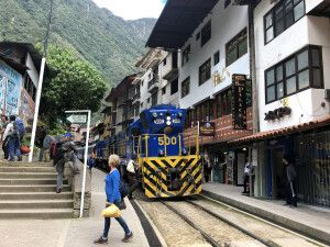 Per Zug durch Aguas Calientes