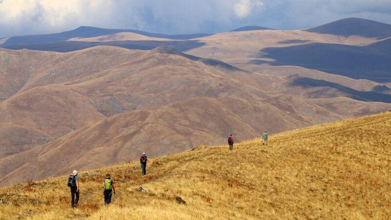 Wanderung am Kraterrand des Vulkans Vayots Sar © Diamir