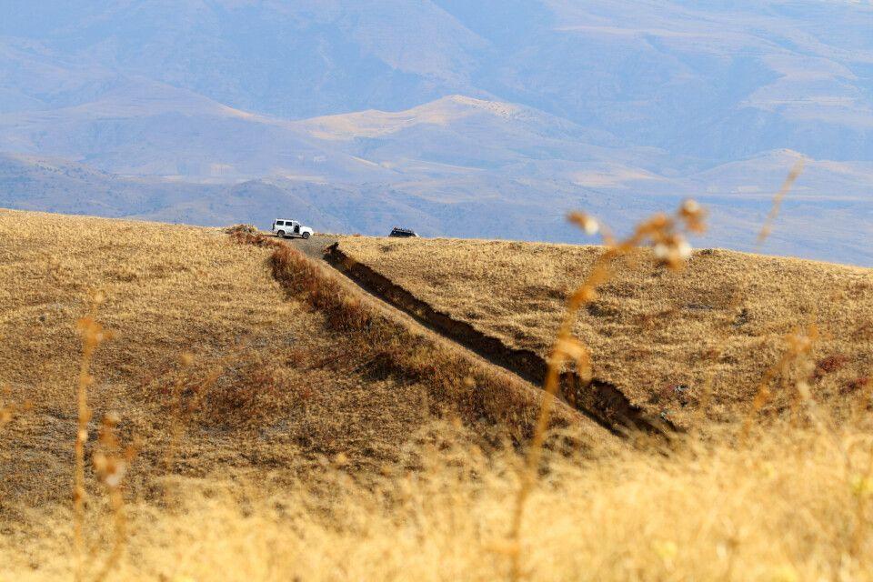 Abenteuerliche Jeepfahrt auf den Vulkan Vayots Sar