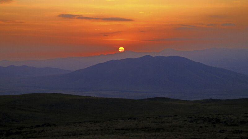 Sonnenaufgang am Aragats © Diamir