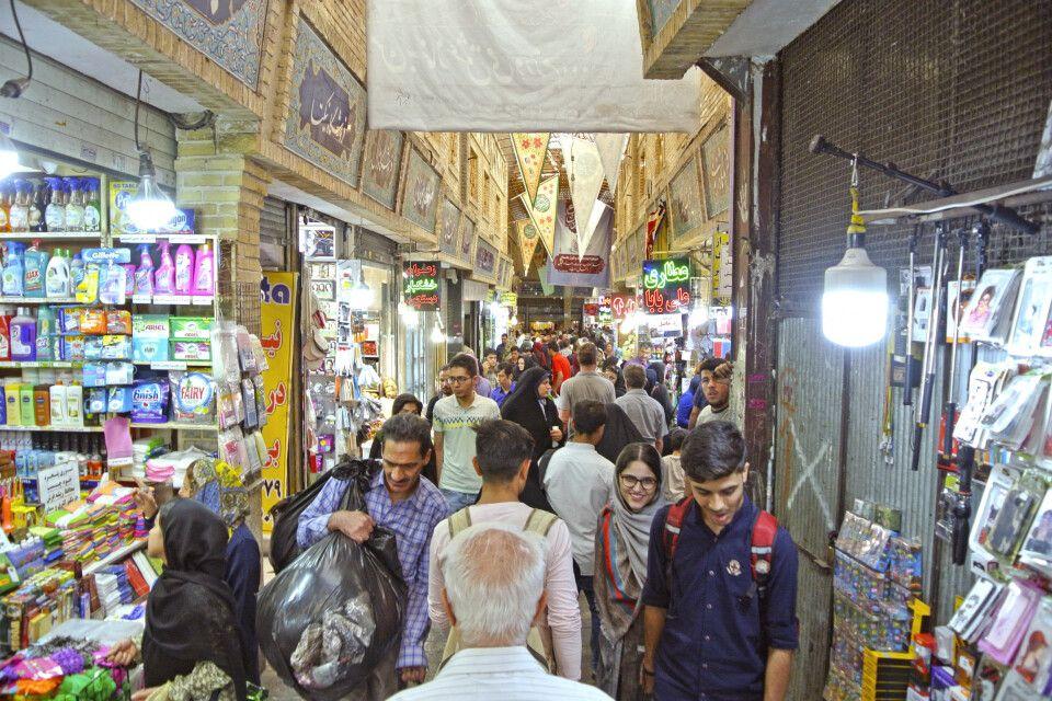 Ein belebter Basar im Zentrum Teherans.