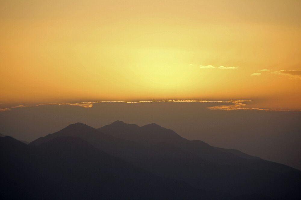 Sonnenuntergang hinter den Bergen (Expedition Damavand)
