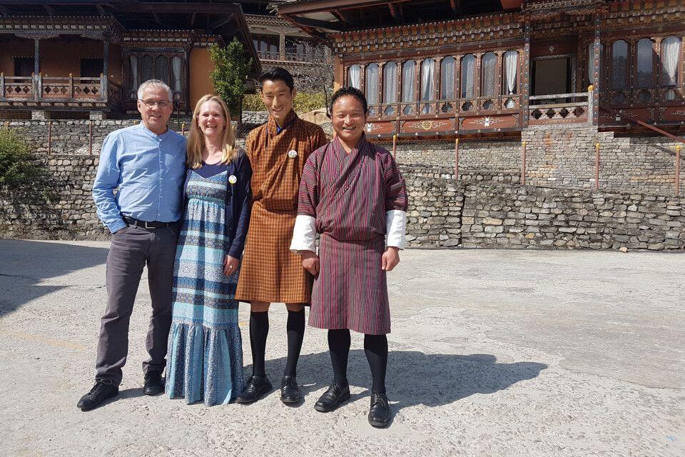 Familie Schneider mit Guide und Fahrer