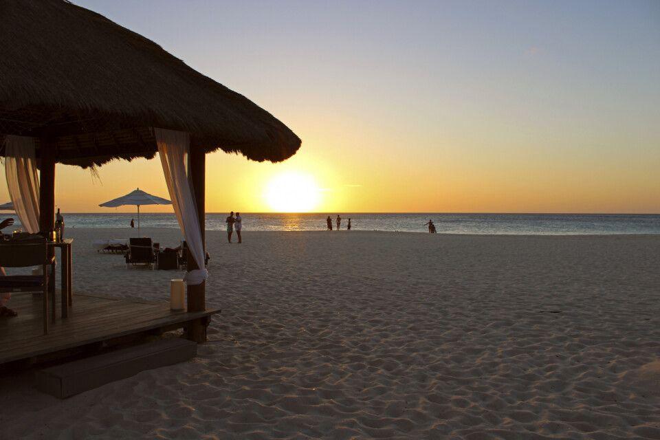 Sonnenuntergang am Strand vom Bucuti Tara Beach Resort